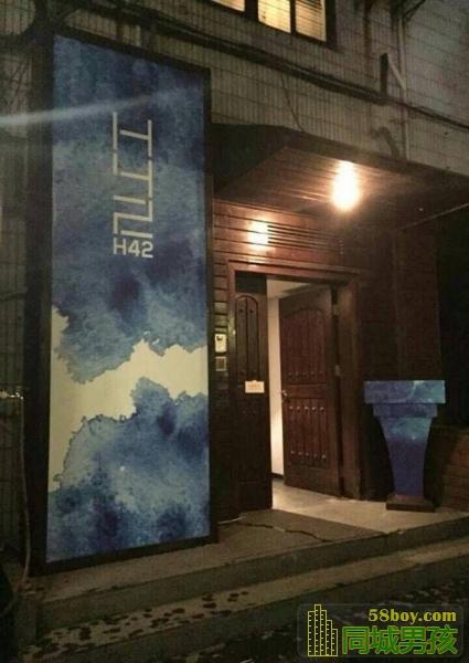 走进去就能看到H42的招牌门面2